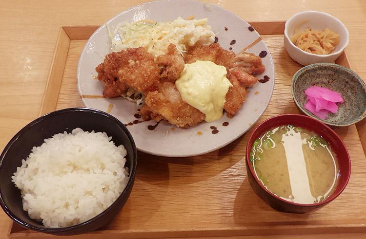 チキン南蛮定食(900円)
