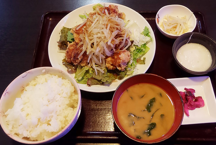 油淋鶏定食(800円) + とろろ(100円)
