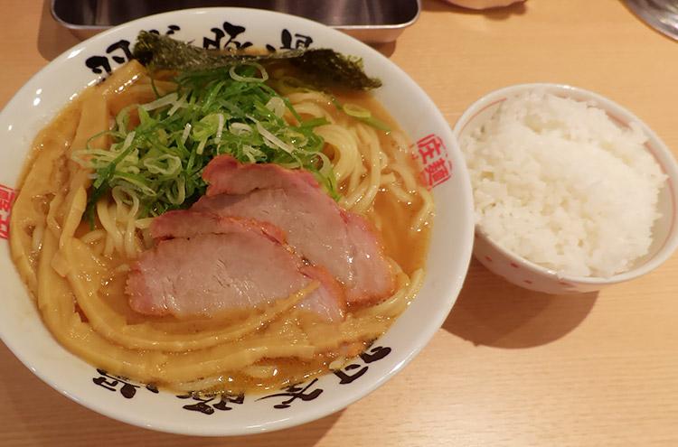 らぁ麺 大(900円)