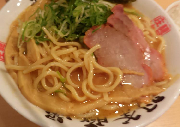 「麺屋庄太 赤坂店」で「らぁ麺 大(900円)」