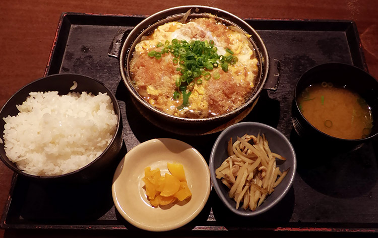 ヒレカツ煮定食(830円)