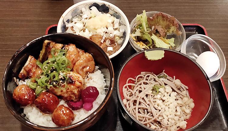 満腹セット[やきとり丼&もつ煮込み](1,050円)