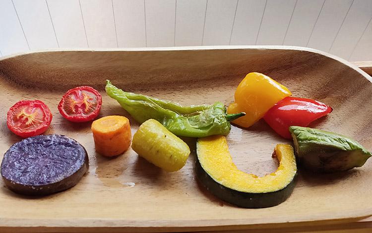 「食・酒・音 箱庭」で「7種のお野菜とお野菜カレー(1,000円)」のランチ