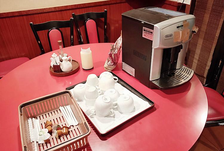「三彩居 赤坂みすじ通り店」で「エビチリ定食(850円)」のランチ