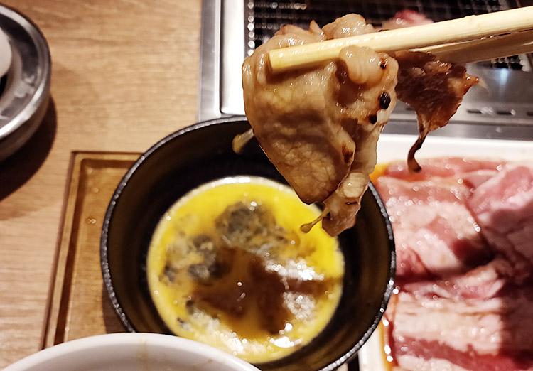 「焼肉ライク 赤坂見附店」で「牛すき焼肉プレート[200g](1,010円)」のランチ