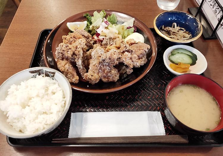 「和酒旬菜 縷々(るる)」で「絶品唐揚げ定食(890円)」のランチ