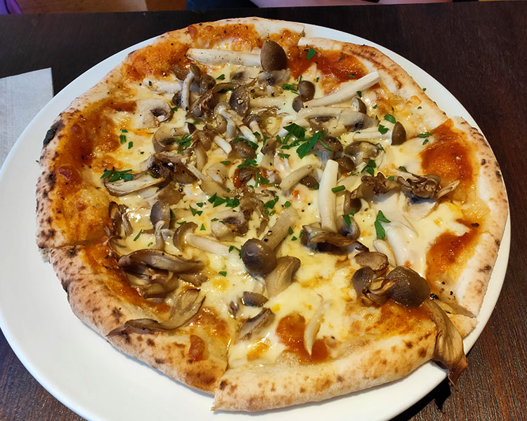 「アレーナ・ロッサ(ARENA ROSSA)」で「キノコのピッツァ(1,250円)」のランチ